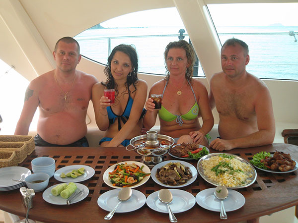 Luxary Yacht Snorkel Trip 2 Lunch